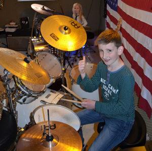 a NEWS 2017 Schlagzeugunterricht Muenster Schlagzeug lernen Muenster 14 300x297 - Kinder ans Schlagzeug