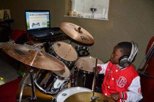 a NEWS 2017 Schlagzeugunterricht Muenster Schlagzeug lernen Muenster 46a 300x199 - Kinder ans Schlagzeug