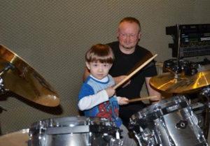 a NEWS 2017 Schlagzeugunterricht Muenster Schlagzeug lernen Muenster 4h6a 300x209 - Kinder ans Schlagzeug