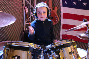 a NEWS 2017 Schlagzeugunterricht Muenster Schlagzeug lernen Muenster 61 300x200 - Kinder ans Schlagzeug